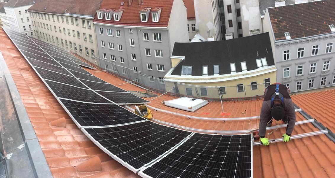 PV auf einem Wiener Altbau – Stromspeicher inklusive